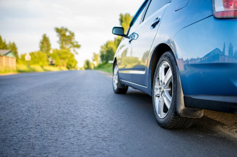 Im więcej jeździmy, tym bardziej opłaca nam się montaż instalacji LPG /123RF/PICSEL