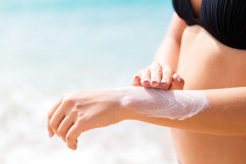 Im wyższa liczba na kremach z filtrem UV, tym skuteczniej chronią one przed oparzeniem /123RF/PICSEL
