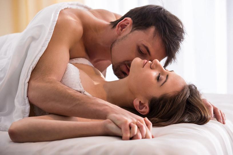 Im wyższy poziom oksytocyny u mężczyzn, tym większa szansa na zdrowy i długi związek /123RF/PICSEL