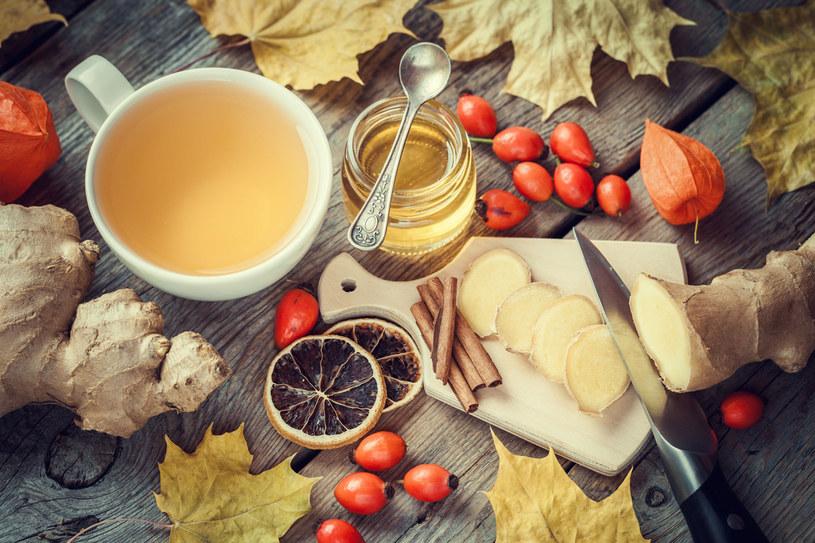 Imbir, miód, kakao pewnie masz w domu pod ręką. Przydają się nie tylko do gotowania. Kiedy choroba cię dopada, one szybko postawią cię na nogi /123RF/PICSEL
