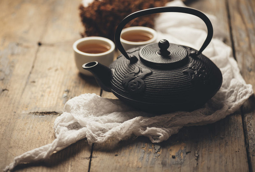 Imbryk z herbatą /©123RF/PICSEL