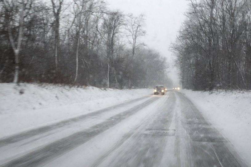 IMGW ostrzega kierowców - na południu kraju drogi mogą być oblodzone /Piotr Kamionka /Reporter