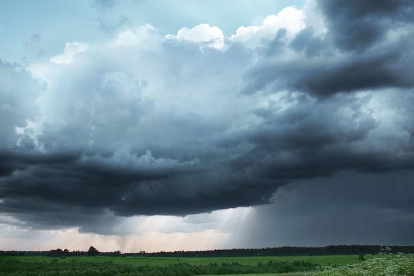 IMGW ostrzega przed burzami z gradem oraz silnym deszczem /123RF/PICSEL