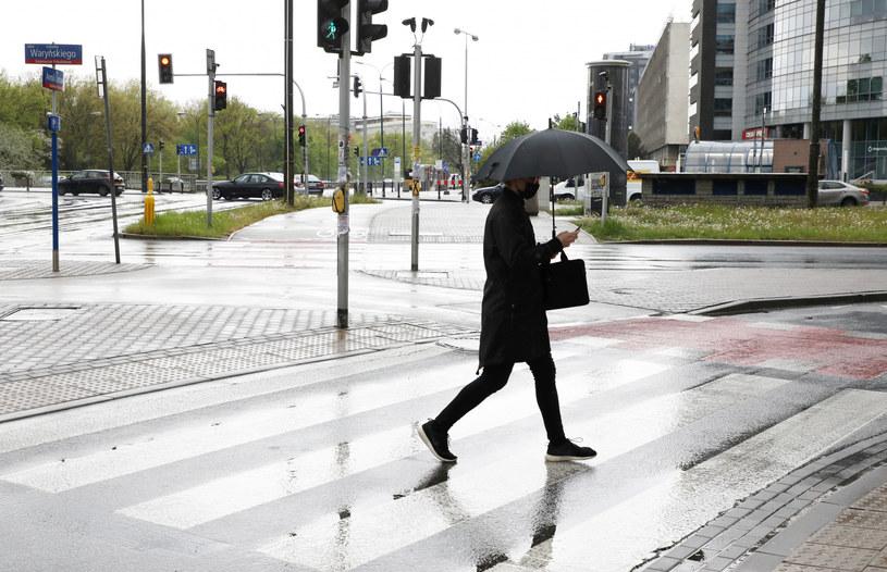 IMGW ostrzega przed intensywnym deszczem /Piotr Molecki /East News