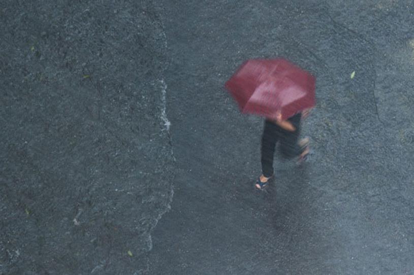 IMGW ostrzega przed intensywnymi opadami deszczu (zdjęcie ilustracyjne) /AFP