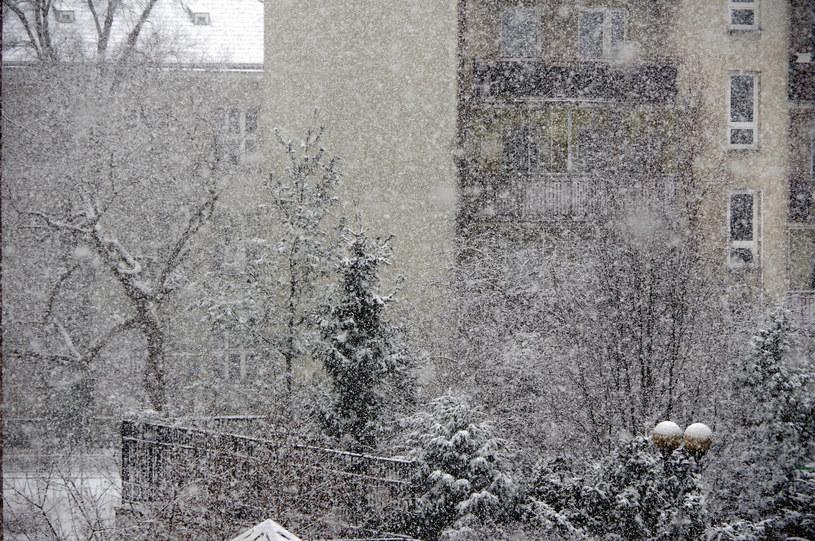 IMGW ostrzega przed oblodzeniem i opadami śniegu /Marek BAZAK/East News /East News