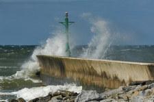 IMGW ostrzega przed silnym wiatrem. Na Bałtyku sztorm