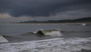IMGW ostrzega przed silnymi burzami nad morzem