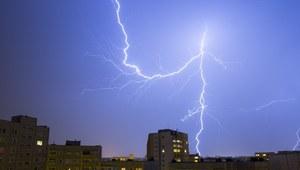 IMGW ostrzega: W nocy silne burze z gradem