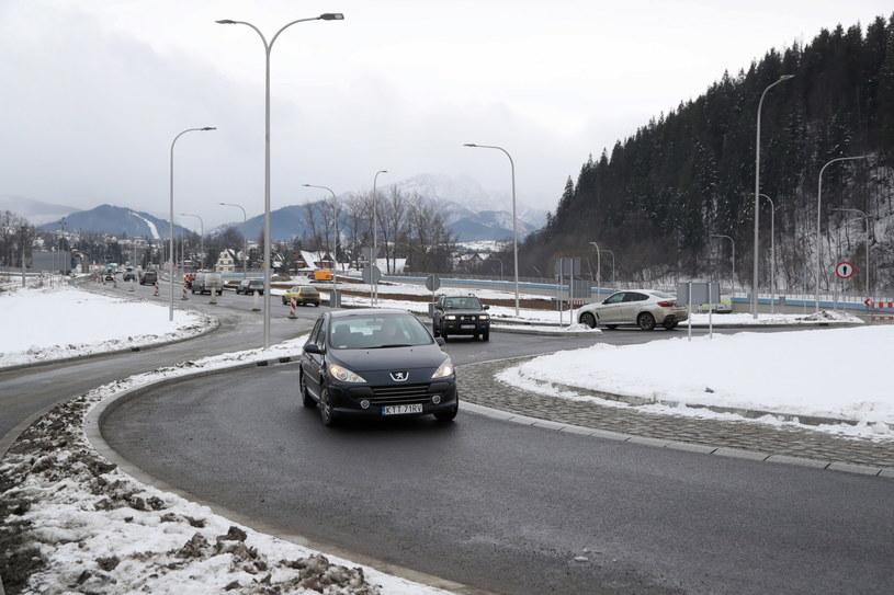 IMGW ostrzega we wtorek przed oblodzeniem dróg / Grzegorz Momot    /PAP