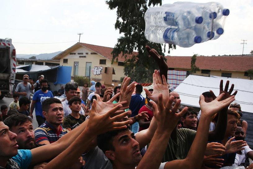 Imigranci na wyspie Lesbos /ORESTIS PANAGIOTOU /PAP/EPA