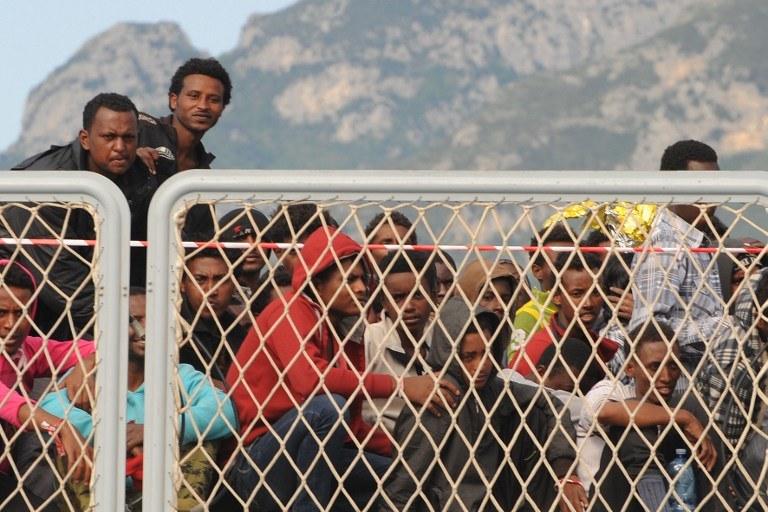Imigranci z Afryki uratowani u wybrzeży Włoch /MARIO LAPORTA /AFP