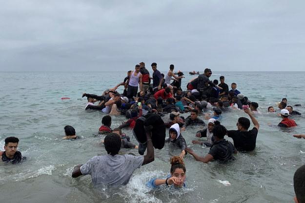 Imigranci z Maroka /MOHAMED SIALI /PAP/EPA