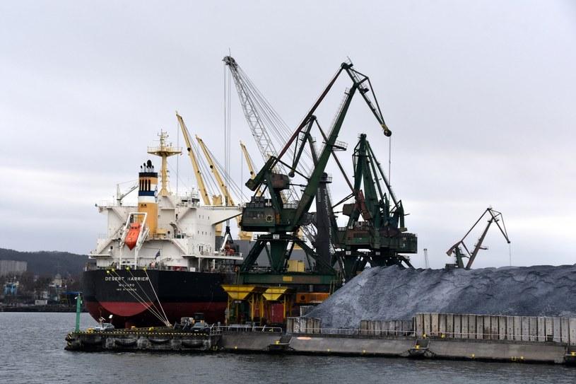 Import węgla do Polski. Terminal przeładunkowy w Gdyni /fot. Albin Marciniak /Agencja SE/East News