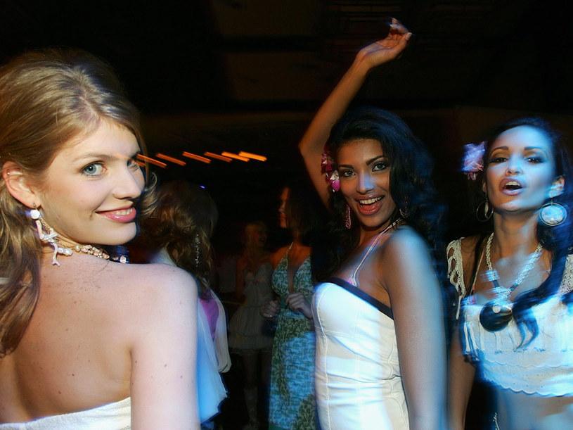 Imprezy dla singli są coraz bardziej popularne.  /Getty Images/Flash Press Media