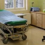 Incydent w łódzkim szpitalu. Agresywny pacjent zaatakował policjanta