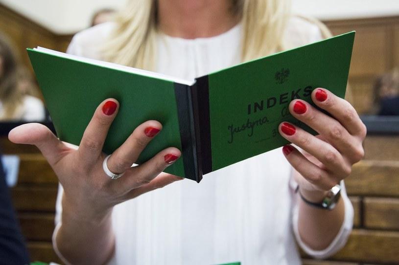 Indeks na wybrana uczelnię to obecnie jedno z największych pragnień tegorocznych maturzystów /Andrzej Hulimka  /Reporter