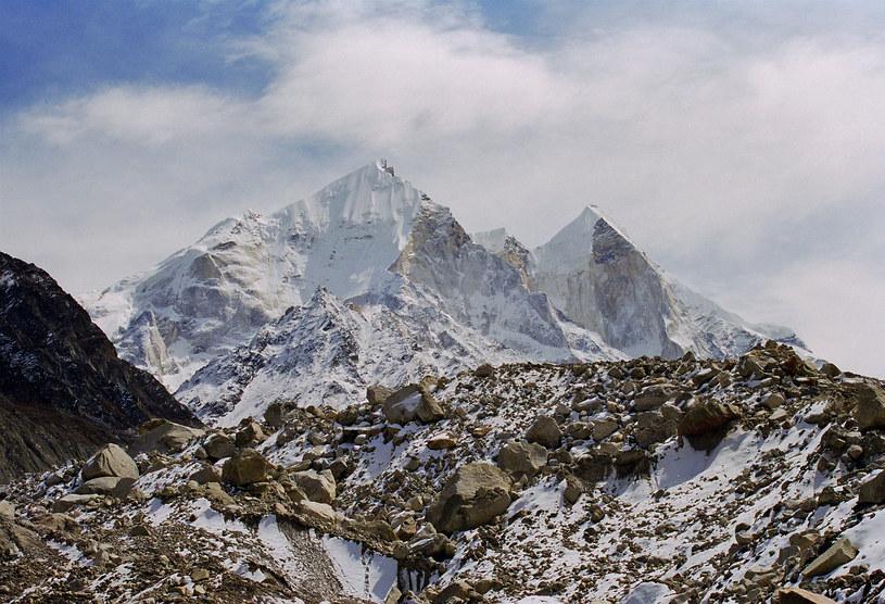 Indie; Krajobraz górski w Himalajach Garhwalu, na zdjęciu Shivling 6500 m.n.p.m /Fot. Agencja Wschód /Agencja FORUM