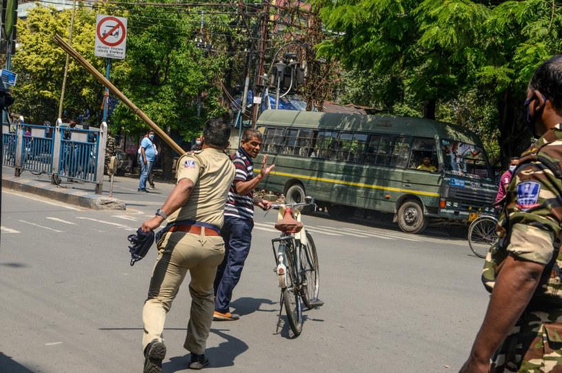 """Indie: Policjanci """"nie patyczkują się"""" z niepokornymi obywatelami /AFP"""