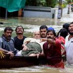 """Indie: Prawie 200 ofiar śmiertelnych, 2,8 mld dolarów strat. """"Takiej powodzi nie było tu od stu lat"""""""