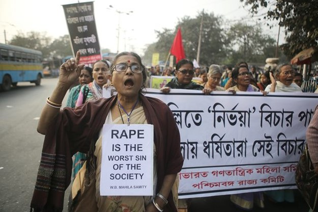 Indie: Protest przeciwko przemocy wobec kobiet /PIYAL ADHIKARY    /PAP/EPA