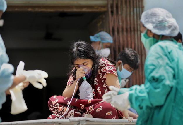Indie w ekstremalnie trudnej sytuacji. Piąty dzień z rzędu biją globalny rekord zakażeń koronawirusem