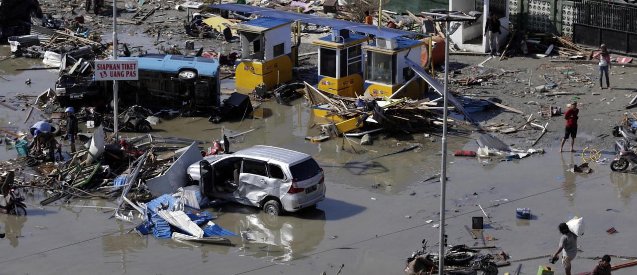 Indonezja: 832 ofiary trzęsienia ziemi. Według władz może być ich wielokrotnie więcej