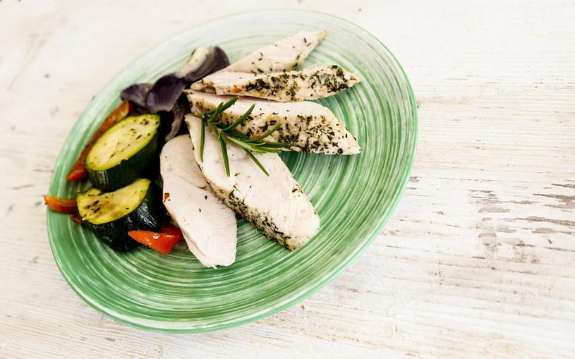 Indyk z warzywami jest gotowy w 40 minut /INTERIA.PL