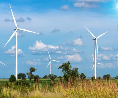 Inflacja rzuca cień na budowy farm wiatrowych i fotowoltaicznych