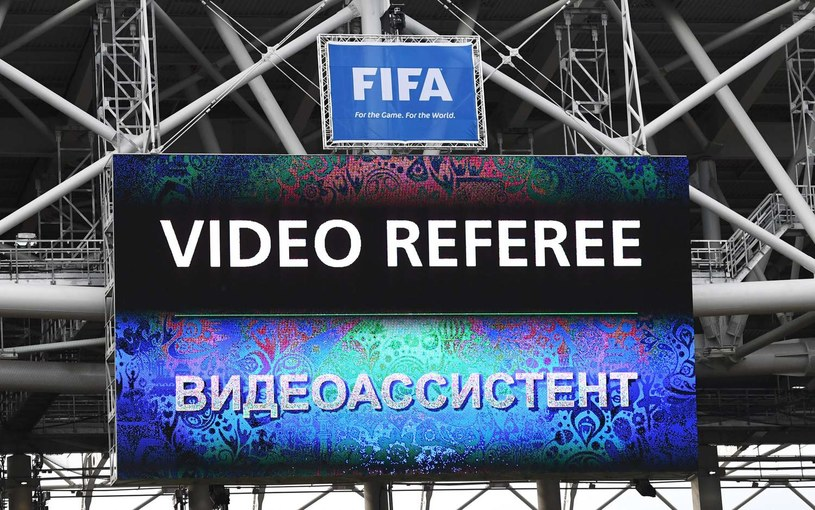 Informacja o korzystaniu z powtórki wideo podczas meczu Pucharu Konfederacji /AFP