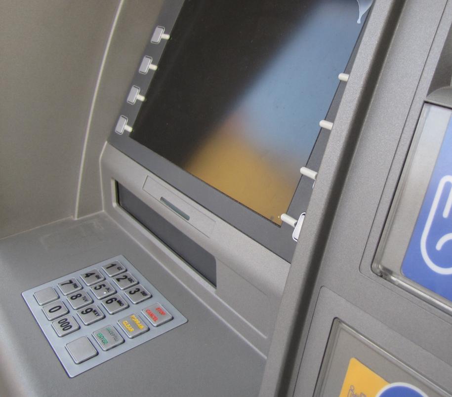ING Bank Śląski  Bank na swojej stronie internetowej poinformował, że z powodu awarii nie działa m.in. aplikacja mobilna /Krzysztof Kot /RMF FM
