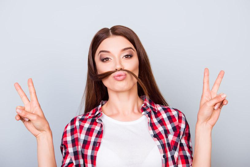 Inną metodą jest usuwanie włosków za pomocą kremu do depilacji twarzy /123RF/PICSEL