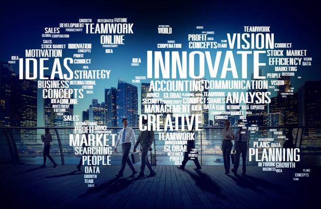 Innowacyjność rośnie, gdy dzielimy się wiedzą, zamiast jej strzec /123RF/PICSEL