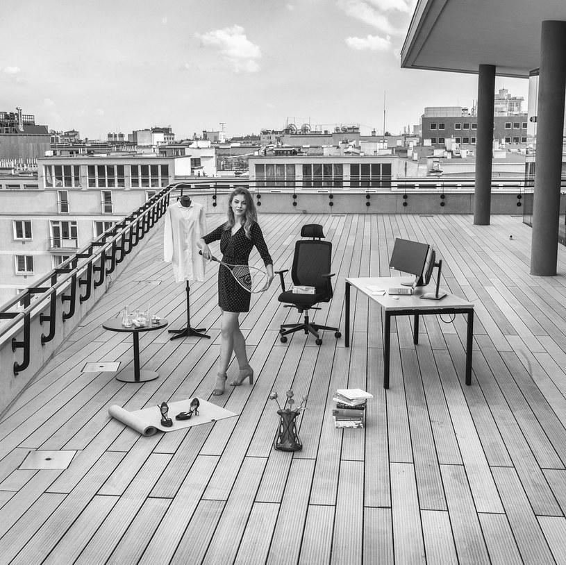 Innowatorki w obiektywie Tadeusza Rolke. Po 60 latach fotograf odtwarza znaną sesję zdjęciową na tarasie CeDeTu /PFR /