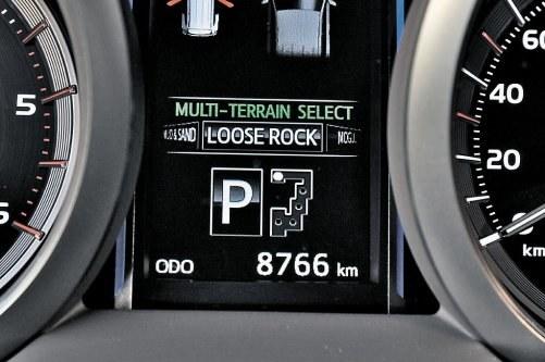 Inny tryb minimalizuje uślizgi kół na luźnym podłożu. /Motor