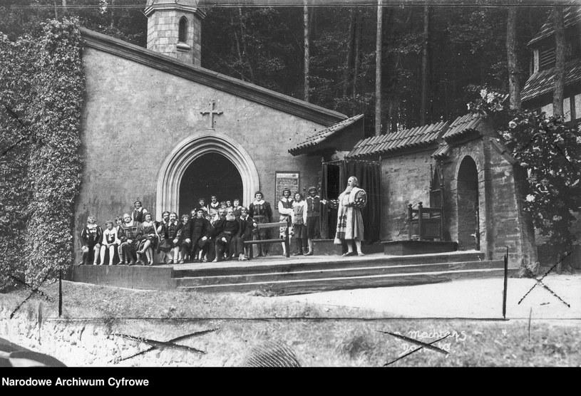 Inscenizacja jednej z oper Ryszarda Wagnera w Operze Leśnej (wtedy Die Waldoper) w Sopocie /Z archiwum Narodowego Archiwum Cyfrowego