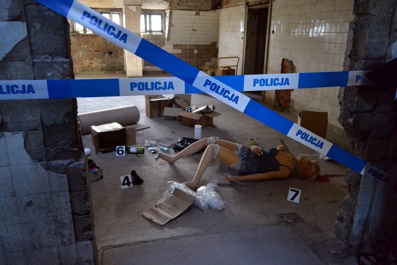 Inscenizacja miejsca zbrodni /Albin Marciniak /East News