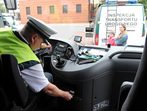 Inspekcja skontroluje autobusy /PAP