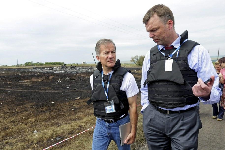 Inspektorzy OBWE na miejscu katastrofy /ANASTASIA VLASOVA /PAP/EPA