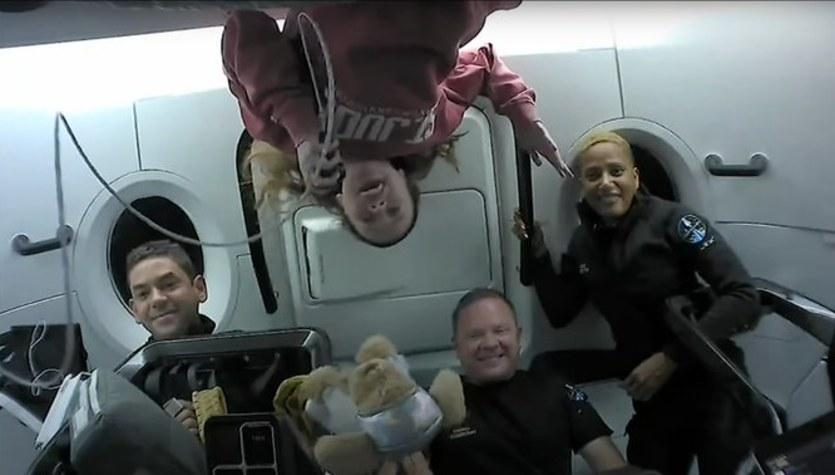 Inspiration 4: Astronauci-amatorzy polecieli w kosmos z zimną pizzą