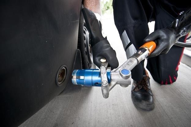 Instalacja LPG pozwala płacić mniej na stacji paliw, ale niekoniecznie musi opłacać się w ogólnym rozrachunku /Tymon Markowski /East News
