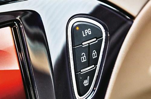 Instalacje fabryczne: przycisk zasilania nie rzuca się w oczy. /Motor