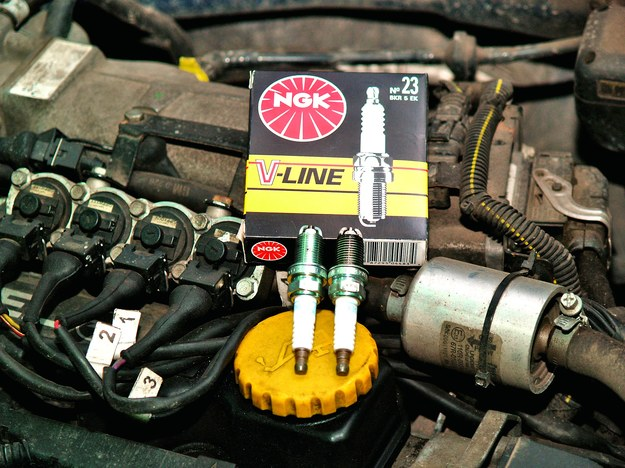 Instalacje wtryskowe nie wymagają przesadnie częstej wymiany świec. /Motor