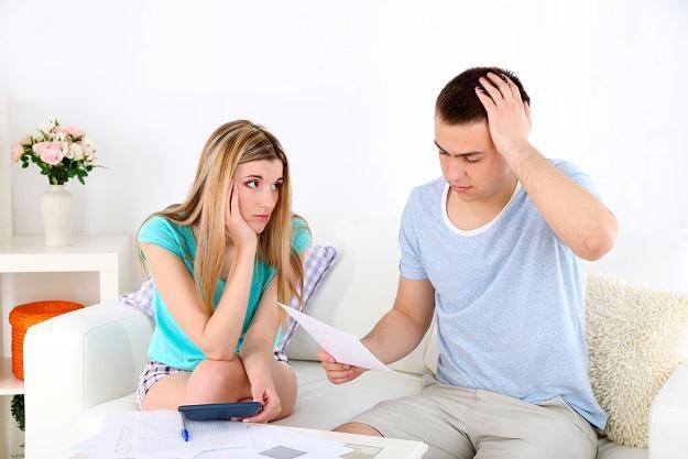 Instytucje kredytowe korzystają z przyzwyczajenia Polaków do zapożyczania się i życia na kredyt /©123RF/PICSEL