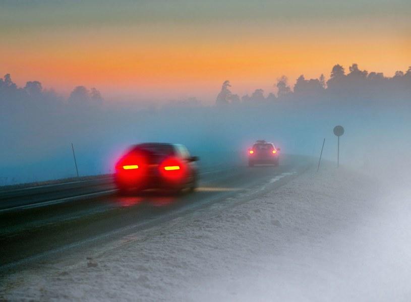 Instytut Meteorologii i Gospodarki Wodnej ostrzega przed złymi warunkami na drogach /123RF/PICSEL