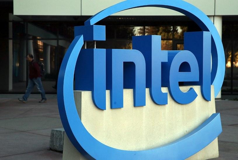 Intel przewiduje dalsze problemy z półprzewodnikami /AFP
