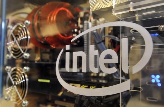 Intel walczy o pozycję na rynku smartfonów /AFP