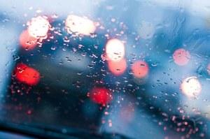 Inteligentne reflektory, których światło ominie krople deszczu