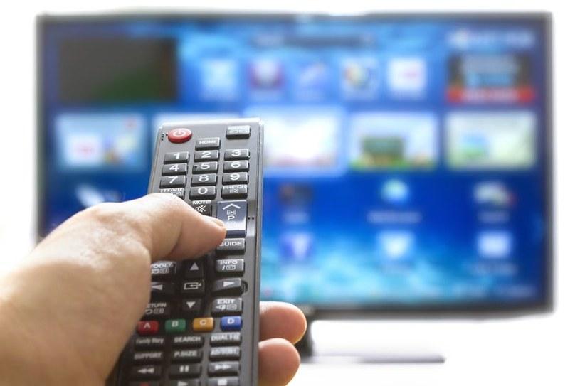 Inteligentne telewizory po zinfekowaniu wzaczynają robić to, co chce haker. /123RF/PICSEL