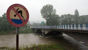 Intensywne opady. IMGW wydał ostrzeżenie hydrologiczne trzeciego stopnia